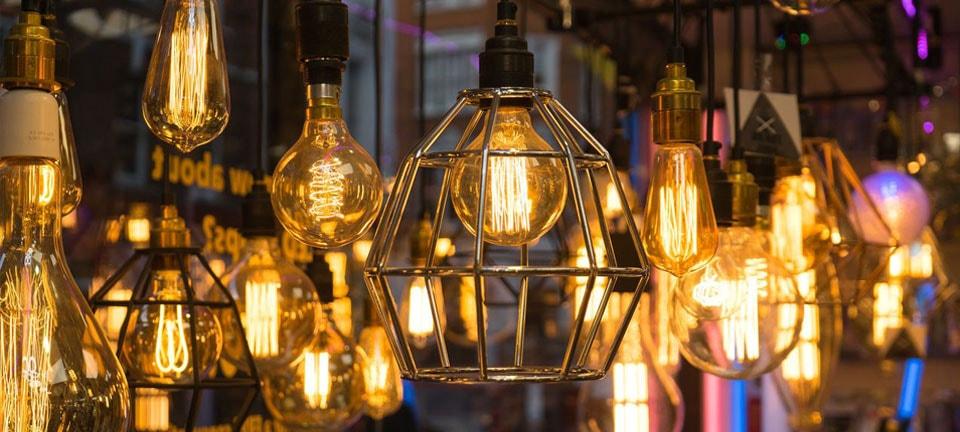 Luminárias e iluminação na Polli Materiais de Construção